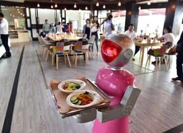 Nhà hàng ở Trung Quốc ra mắt robot bồi bàn