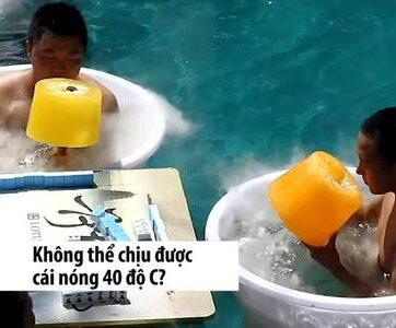 Khách Trung Quốc tắm nước đá, ăn kem khổng lồ tránh nóng