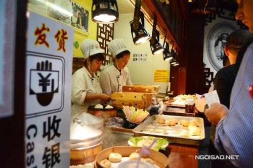 Bánh bao ăn bằng ống hút ở Thượng Hải