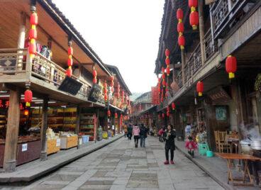 """Du khách đổ xô xem lễ tế lợn có """"một không hai"""" ở Trung Quốc"""