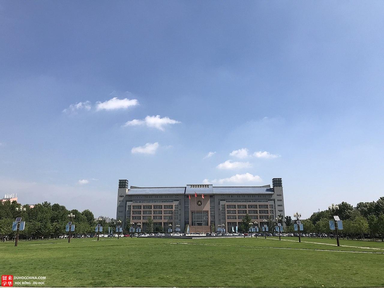 duhoctrungquoc.vn 1280px Zhengzhou University Administrative Building 1585086994