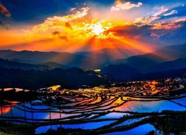 Bức tranh xinh đẹp của ruộng bậc thang Hani Hồng Hà ở Trung Quốc