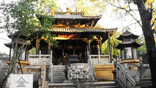 Thăm viếng Chùa Đồng Kim Điện linh thiêng ở Côn Minh, Trung Quốc
