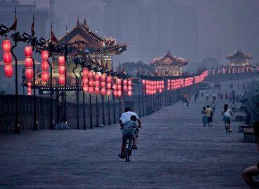 Tham quan Tường thành cổ 600 tuổi ở Tây An, Trung Quốc