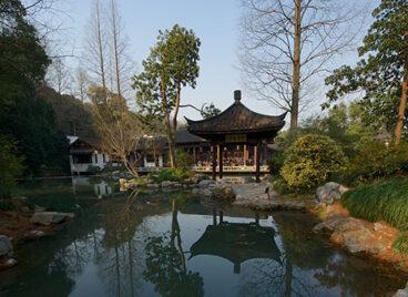 Cảnh quan thơ mộng của công viên Bách Thảo Hàng Châu ở Trung Quốc