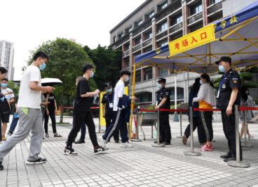 Học sinh Trung Quốc bắt đầu kỳ thi Gaokao (Cao khảo – 高考) 2021