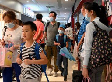 Trung Quốc giảm thời lượng môn tiếng Anh, phụ huynh chật vật bù đắp kiến thức cho con